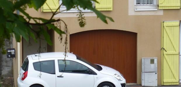 Un logement de type T2 se libérera, place de la Chareyrade, à compter du 24/04/2018 :  App T2 (1 chambre) 48 m2  Le loyer + charges s'élève à 345,81 euros + chauffage individuel électrique >>>voir détails  Ophis : https://www.ophis.fr/devenir-locataire/deposer-une-demande-de-logement  https://www.ophis.fr/       Partagez