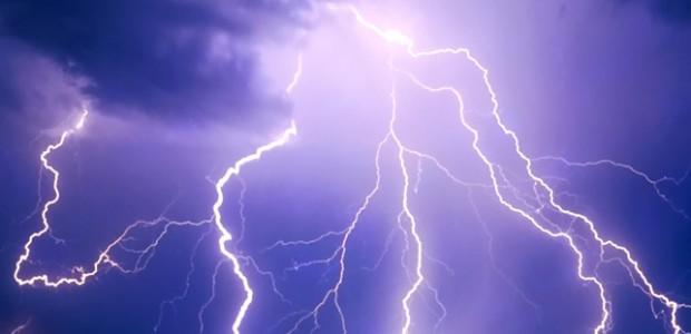 Météo France a émis un avis de vigilance orange orage sur notre département à compter de ce jour vendredi 23 juillet à partir de 17h, jusqu'à samedi 24 juillet à 6h. Restons vigilants. >>>Consulter le bulletin de vigilance Météo France Partagez